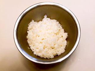 寿司,米饭煮熟出锅了