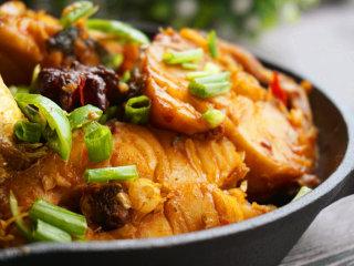 红烧明太鱼,一盘鲜香下饭的红烧明太鱼上桌啦!