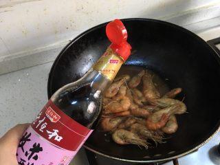 糖醋虾,最后收汁,延锅边倒入醋