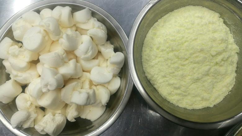 零失败的牛轧糖,棉花糖事先撕成小块,方便融化