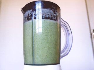 健康饮品之黄瓜雪梨汁,需要2分钟左右时间就可以打至完全融合