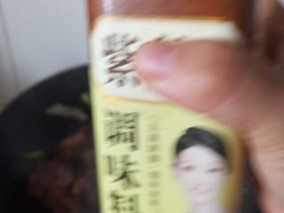 东北菜之脊骨炖豆角,一勺料酒