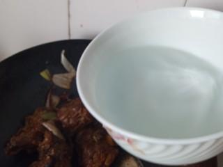 东北菜之脊骨炖豆角,一大碗温水