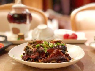 紫苏蒸酱鸭,香喷喷的一点鸭骚味没有了,好棒b( ̄▽ ̄)d