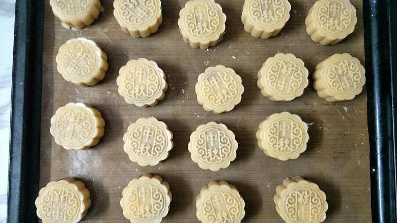 广式月饼,挤出各种花形
