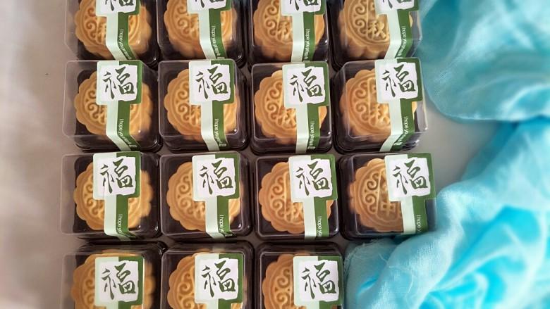 广式月饼,贴上贴纸送人,非常漂亮