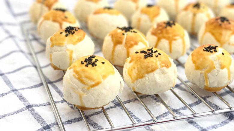 中式点心—酥掉渣的蛋黄酥