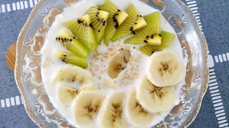 微波炉香蕉牛奶燕麦,两分钟后就能闻到香蕉和牛奶融合的香气