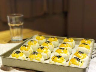 中式点心—酥掉渣的蛋黄酥,出炉~此方子可以做20个哦😘
