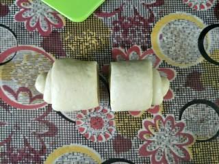 奶油蜂蜜脆底小面包,中间切开分为两段