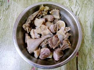 腊鸭炖萝卜,捞起来洗净