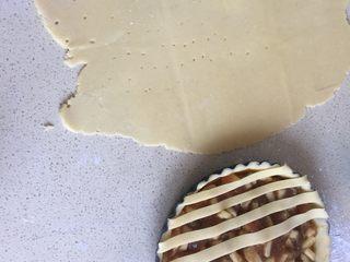 苹果派,剩余的面团也擀开 切长条(这步骤比较随意)
