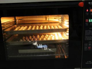 酸奶溶豆,实际温度100度,热风循环模式,60分钟。