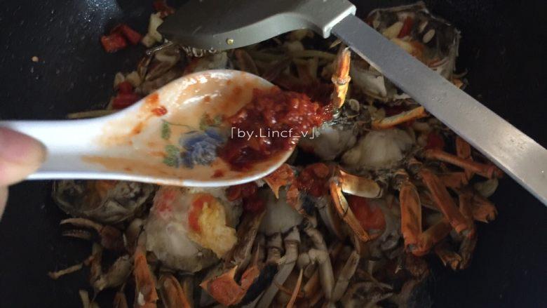 香辣螃蟹,加入辣椒酱