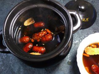 养生之姜汁红糖水,用小火熬制25分钟左右即可