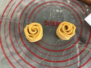 中式点心~玫瑰花馒头(南瓜版),竖起就是两朵花儿了