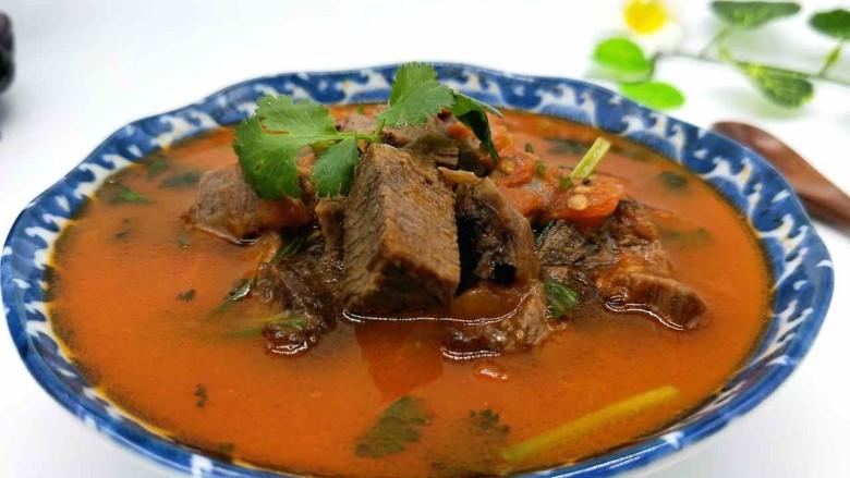 番茄牛肉汤,近看,诱惑到你嘛?简约版的番茄牛肉汤,极其美味。