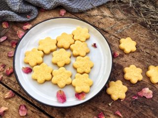 蛋黄小饼干,选择最好的食材,给宝宝做最好的,相信都是每位妈妈的初心。
