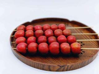 #儿时的记忆#冰糖葫芦,糖葫芦,用竹签串。