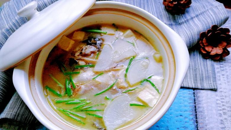 豆腐萝卜鱼头汤