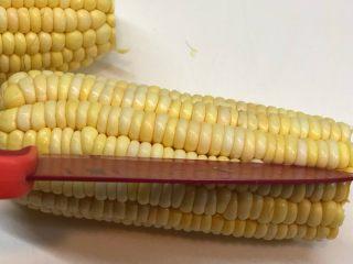 玉米渣渣,用刀先切割一路空隙出来