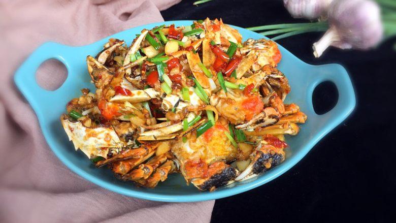 香辣螃蟹,完成,装盘食用。