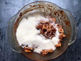 四川乐山名小吃—粉蒸肉卡饼,加入蒸肉粉拌匀。