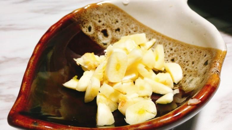 缤纷荷兰豆,大蒜切碎