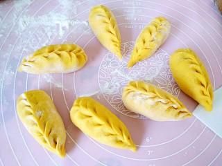 中式面点+南瓜豆沙包,生胚做完醒10分钟左右凉水上锅,蒸30分钟