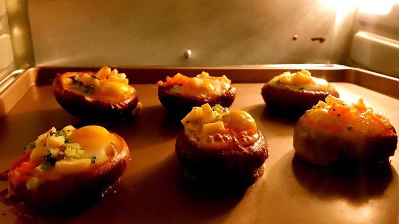 香菇鹌鹑蛋,上下锅185度烤15分钟,具体温度也要看自己烤箱脾气[辣辣呲牙笑]