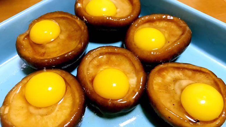 香菇鹌鹑蛋,把<a style='color:red;display:inline-block;' href='/shicai/ 12'>鹌鹑蛋</a>打在每个香菇里面。