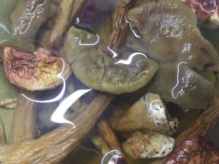 牛肝菌鸡脚汤