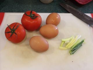 西红柿炒蛋,西红柿炒蛋的材料很简单。