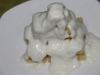 酸奶果酱土司山,淋上酸奶