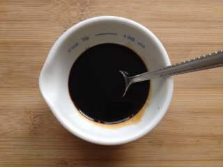 葱油面,搅拌均匀,做成调味汁