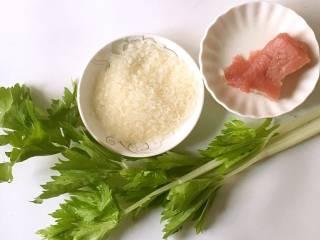 芹菜瘦肉粥,食材准备:大米/30克,猪肉/30克 ,芹菜∕30克
