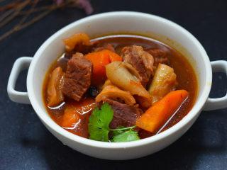 沙茶酱炖牛肉,牛肉米粉,两吃才更美,做好的牛肉,可以直接上桌,也可以配米粉一起吃。