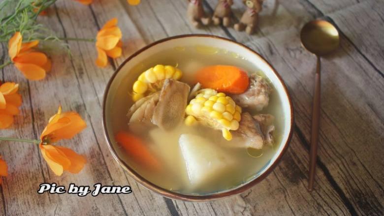 玉米胡萝卜牛蒡汤,成品
