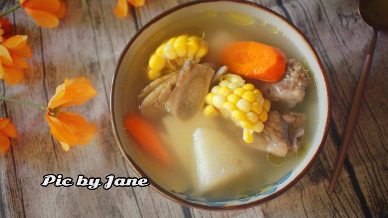 玉米胡萝卜牛蒡汤,喝的时候适量加点盐