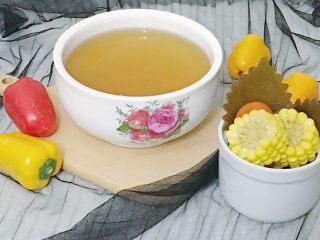 宝宝辅食:蔬菜高汤,熬好的蔬菜汤 汤汁和蔬菜分离过滤