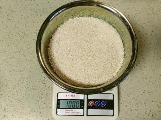 自酿米酒,取一干净的盆(一定要无油),1000g糯米