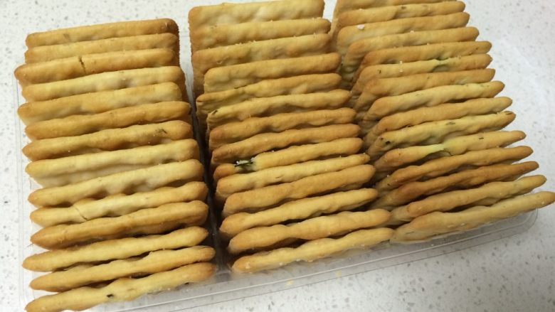 可以拉丝的牛扎饼,准备葱香饼干一盒