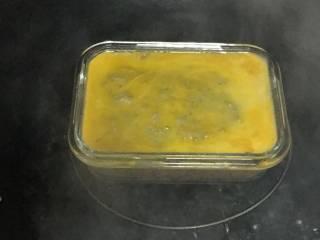 宝宝午餐肉, 然后开盖刷上蛋黄液,再继续蒸15分钟,蒸好后焖5分钟。