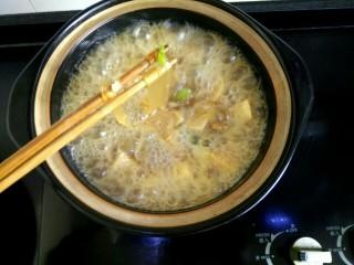 白菜粉条冻豆腐,看看粉条变透明时下白菜
