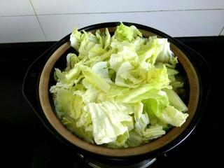 白菜粉条冻豆腐,下入白菜