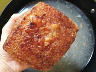 扣肉,浸泡30分钟左右表皮起皱即可。