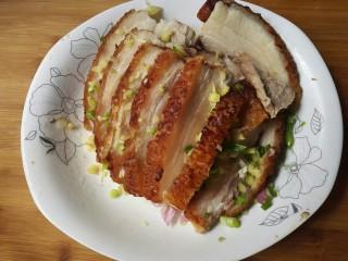 扣肉,加入适量葱花姜碎。