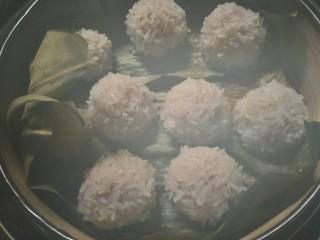 糯米丸子,入蒸锅蒸大火20分钟左右即可。