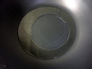 川香水煮鱼,热锅倒油烧至八成热。