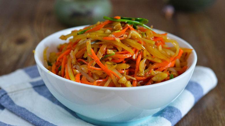 蒜蓉胡萝卜土豆丝,很好吃的素菜